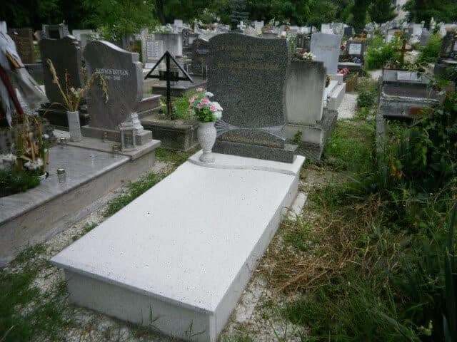 szimpla sírkő